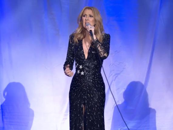 Als ersten Song performte Céline Dion