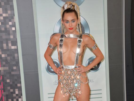 Miley Cyrus zeigte einen Hauch von nichts bei den MTV Video Music Awards im August 2015
