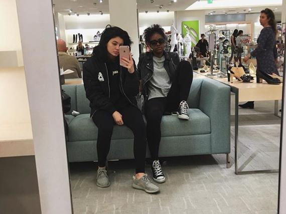 Kylie Jenner trägt die limitierten