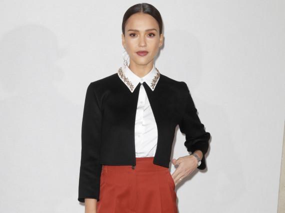 Bei der Dior-Schau in Paris zeigte sich Jessica Alba gewohnt stilsicher