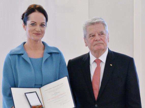Schauspielerin Natalia Wörner wurde von Bundespräsident Joachim Gauck ausgezeichnet