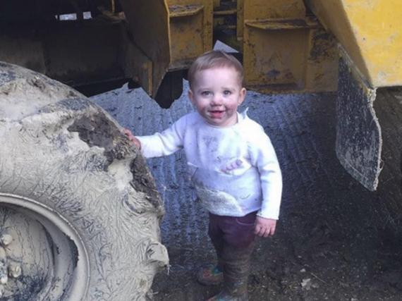 Der Apfel fällt nicht weit vom Stamm: Bunny hat auf dem Bauernhof genauso viel Spaß wie Mama Katie Price