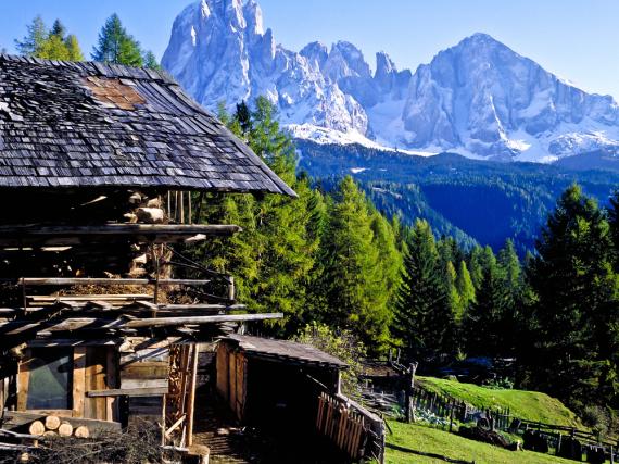 Während die einen schon wandern, können die anderen noch Skifahren - Südtirol lässt kaum Wünsche offen