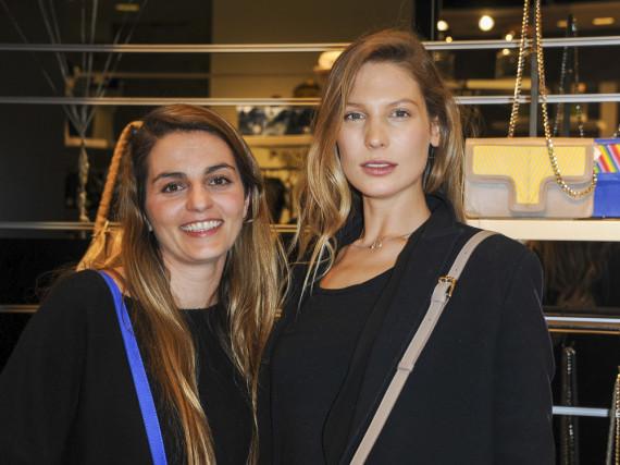 Sarah Brandner (r.) liebt die schicken Taschen der Designerin Lili Radu