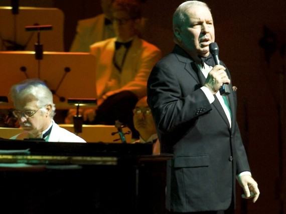 Frank Sinatra Jr. bei einem Auftritt in Kalifornien
