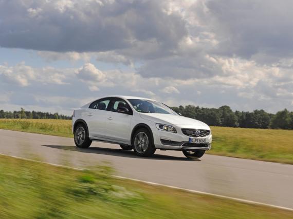 Hochbeinig und gewöhnungsbedürftig: Volvo S60 Cross Country
