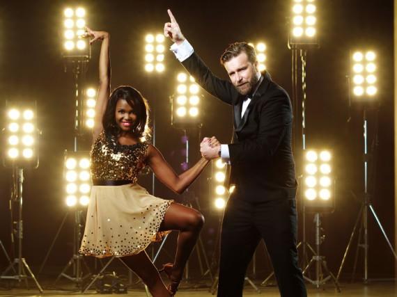 Niels Ruf bewegte sich stets weniger als Tanzpartnerin Oti Mabuse - nun ist für ihn die Show beendet