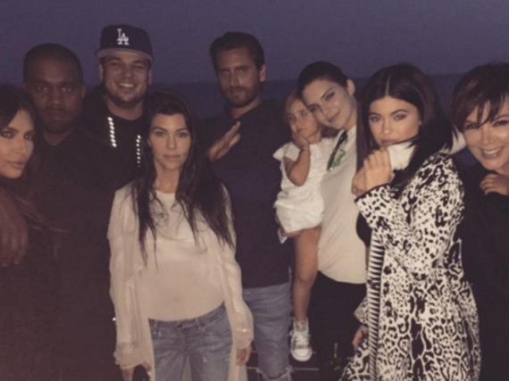 Der Kardashian-Jenner-Clan beim gemeinsamen Feiern