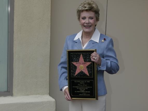 Im Jahr 2004 hatte Patty Duke einen Stern auf dem Walk of Fame erhalten