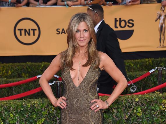 Stilsicher und vor allem modern - Jennifer Aniston auf dem roten Teppich