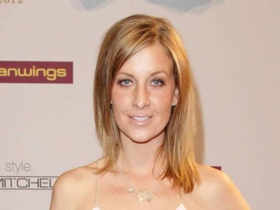 Charlotte Würdig deutet auf Facebook wachsendes Familienglück an