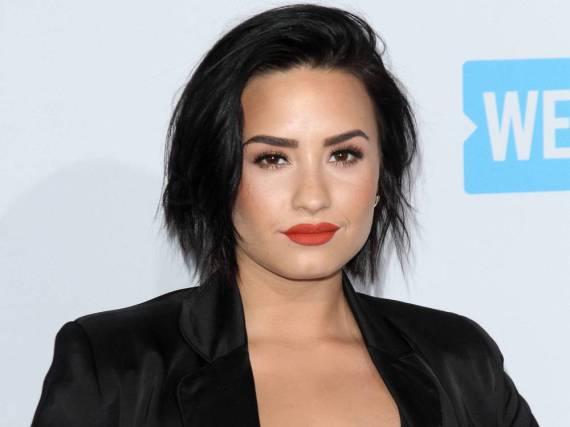 Mit Stürzen hat Demi Lovato Erfahrung: Im Sommer 2015 kam sie bei einer Pool-Party für ihre Single
