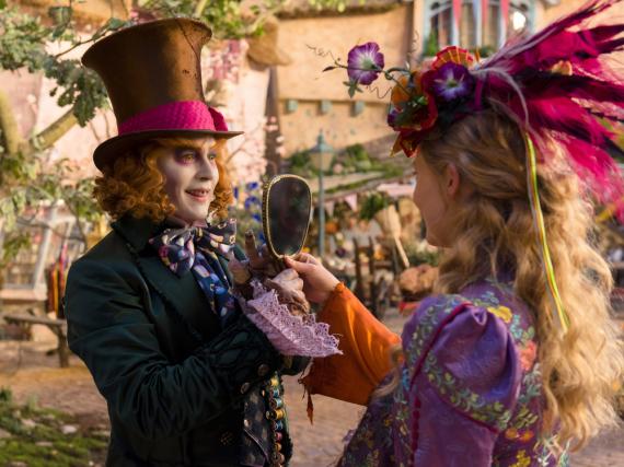 Alice kehrt zurück ins Wunderland und muss ihren Freund, den verrückten Hutmacher (Johnny Depp), retten...