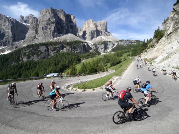 Beim Sellaronda Bike Day haben Radfahrer freie Fahrt