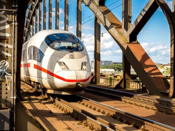 Mit dem ICE können Reisende für 19 Euro durch ganz Deutschland fahren - zumindest bis Ende Juli