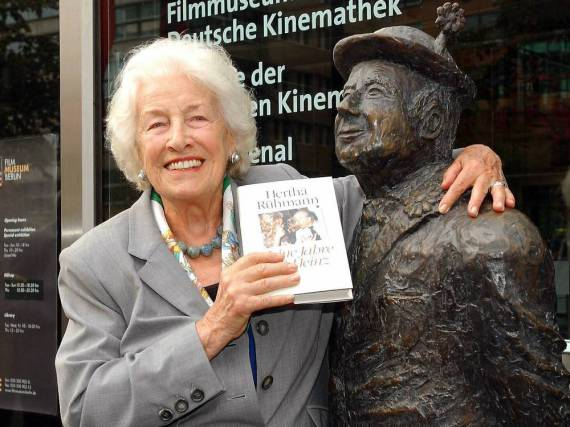Hertha Rühmann bei der Vorstellung eines ihrer Bücher