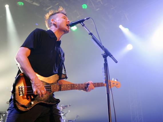 Mark Hoppus von Blink 182 während eines Live-Konzerts