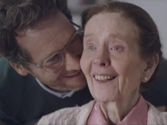 Mutter und Sohn: Opel setzt mit seinem neuen Werbeclip auf große Emotionen und den Muttertag