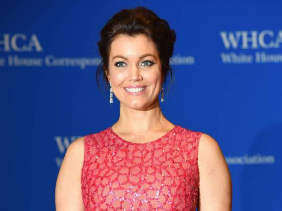 Bellamy Young glänzt beim White House Correspondents' Dinner im pinken Kleid