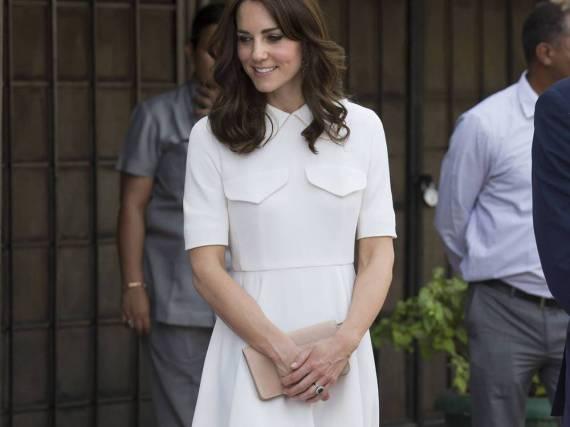 Herzogin Kate in einem weißen Traumkleid von Emilia Wickstead