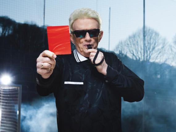 Heino zeigt seinen Kritikern die rote Karte