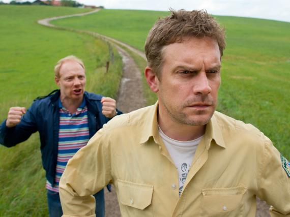 Einen neuen Eberhofer-Fall gibt es nicht nur in Buchform, sondern bald auch im Kino: Ab 11. August hat Rudi (Simon Schwarz) in