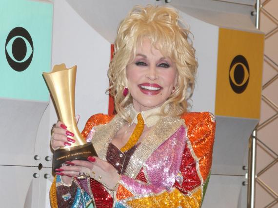 Dolly Parton steht zu ihren Schönheitsoperationen