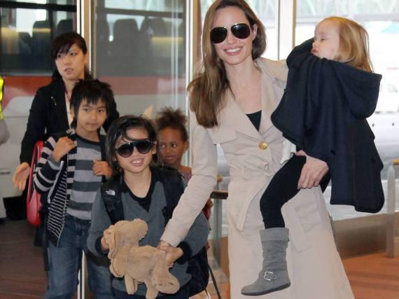 Pax Thien Jolie-Pitt, Adoptivsohn von Angelina Jolie und Brad Pitt, tut es seiner Mama gleich und trägt eine Sonnenbrille
