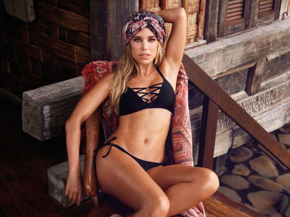 Sylvie Meis zeigt ihre sexy Bademodenkollektion