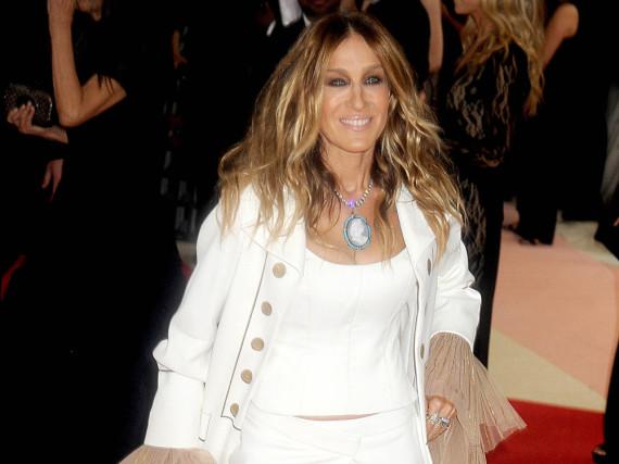 Sarah Jessica Parker erstaunte in einem weißen Retro-Look bei der Met Gala