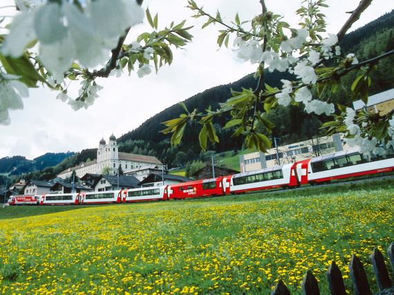 Mit dem Glacier Express den Schweizer Bergfrühling erleben