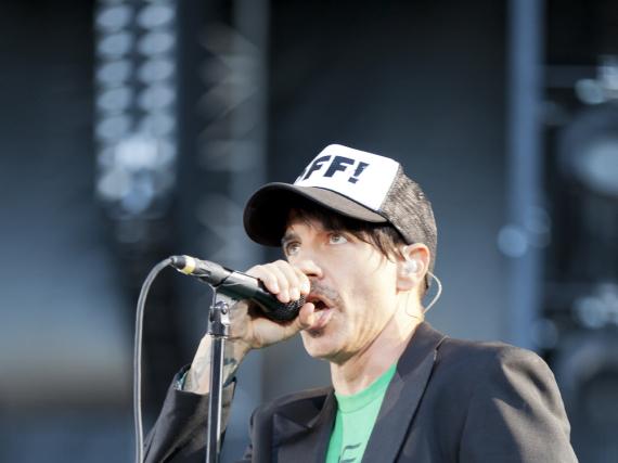 Anthony Kiedis, Frontmann der Red Hot Chili Peppers, während eines Konzerts in Finnland