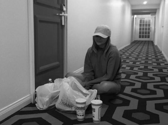 Brooklyn Beckham veröffentlichte dieses süße schwarz-weiß Foto von Freundin Chloë Grace Moretz