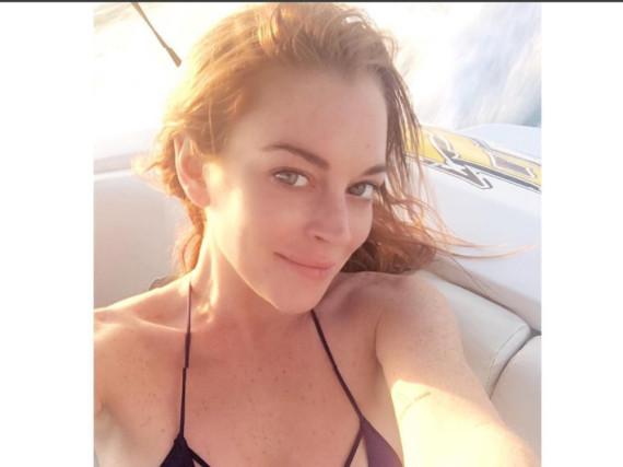 Lindsay Lohan schickt Grüße aus der Sonne - im Netz wird das Selfie kritisiert