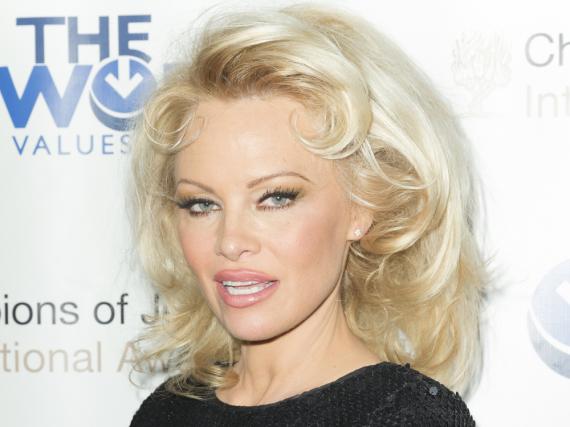 Pamela Anderson ließ sich schon mehrmals die Brust vergrößern und die Lippen aufspritzen