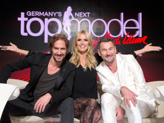 Heidi Klum mit ihren beiden Team-Chefs Thomas Hayo (l.) und Michael Michalsky