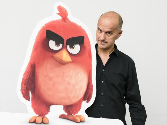 Christoph Maria Herbst leiht dem wütenden Vogel Red seine Stimme