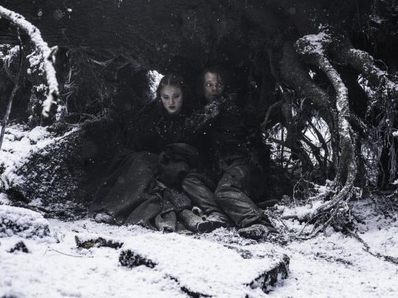 Sansa Stark (Sophie Turner) und Theon Graufreud (Alfie Allen) in Staffel sechs von