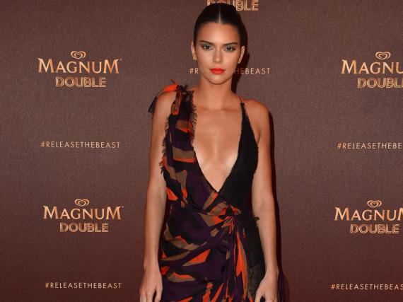 Das Model Kendall Jenner erschien als strahlender Ehrengast auf der