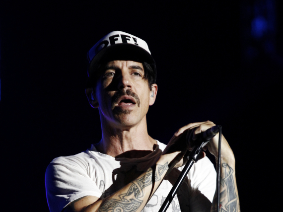 Anthony Kiedis litt zumindest gestern noch an Magenschmerzen