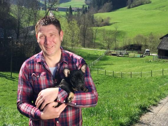Auf dem Hof von Bauer Jeroen gibt es unter anderem Schafe, Ziegen, Zwergschweine und Hühner