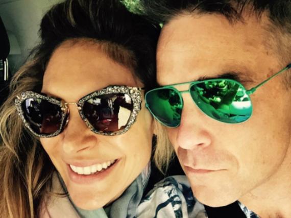 Robbie Williams mit seiner Frau Ayda Field