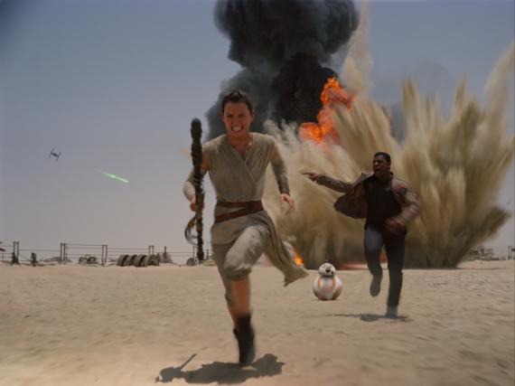 Werden anscheinend kein Paar: Rey (Daisy Ridley) und Finn (John