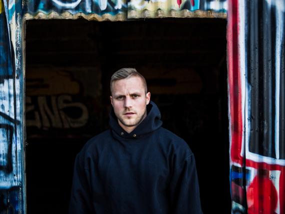 Der deutsche Rapper Kontra K schreibt seine Musik aus dem Bauch heraus