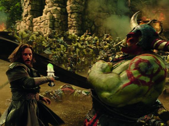 Die Schlacht um Azeroth wird auf Seiten der Menschen von dem mächtigen Krieger Lothar (Travis Fimmel) angeführt