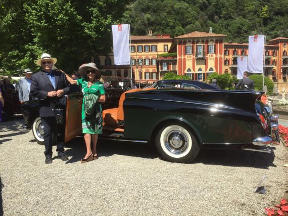 Aus Kalifornien angereist: Ehepaar Smith an ihrem Rolls-Royce Silver Cloud Cabriolet von 1958