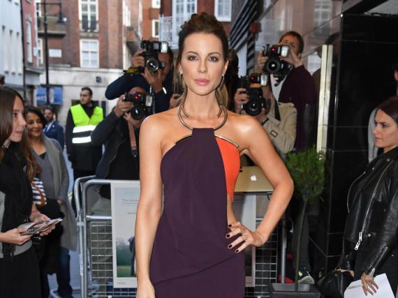 Kate Beckinsale überzeugte in einem lila-farbenen Kleid von Mugler bei der Premiere von