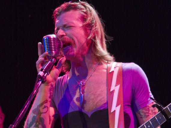 Eagles-of-Death-Metal-Sänger Jesse Hughes macht sich mit seinen Aussagen unbeliebt