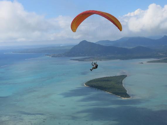 Mauritius mit dem Paraglider aus der Vogelperspektive entdecken