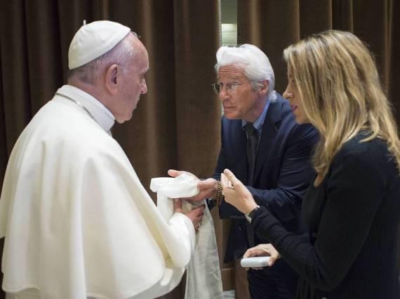 Richard Gere und Freundin Alejandra Silva begegneten am Sonntag Papst Franziskus